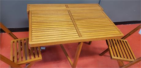 Folding medium wall table with two chairs