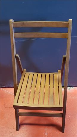 Thick top narrow folding chair